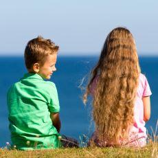 Hepimizin Geçmişinden Birer Parça Taşıyan Eğlenceli Bir İlkokul Aşkı Hikayesi