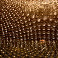 Nükleer Fizikte Kütlesiz Olarak Belirlenen Hayalet Madde: Nötrino