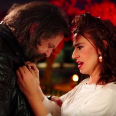 Yıldız Tilbe'nin, Video Klip Dünyasına Yepyeni Bir Soluk Getiren Nejat İşler'li Klibi