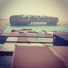 Süveyş Kanalı'nı Tıkayıp Devasa Trafik Yaratan Gemi Kazası Hakkında Bildiklerimiz