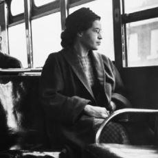Otobüste Bir Beyaza Yer Vermeyerek Amerika Tarihinin Akışını Değiştiren Kadın: Rosa Parks