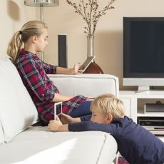 Çocuk Yetiştirirken Belli Bir Yaşa Kadar Tablet Gibi Cihazları Yasaklamak Mantıklı mı?