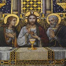 Hz. İsa Çarmıhtayken Akan Kanların Toplandığına İnanılan Kap: Kutsal Kase