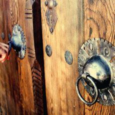 Osmanlı Döneminde Evlerde Neden Çift Kapı Tokmağı Bulunurdu?