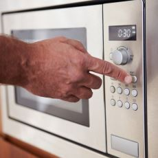 Mikrodalga Fırında Pişirilen Yemeklerin Sağlığa Bir Zararı Var mı?