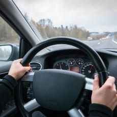 Arabalar Rölantide, Yüksek Hızda veya Frene Basınca Neden Titrer?