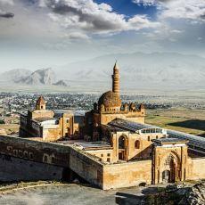 Yapımı Çeşitli Sebeplerle 100 Yıl Süren İshak Paşa Sarayı Hakkında Bilinmesi Gerekenler