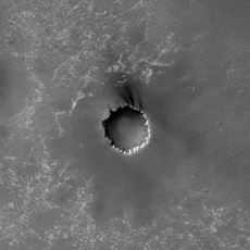Yörüngesindeki Uydu ve Keşif Robotlarının Çektiği Yüksek Çözünürlüklü Mars Fotoğrafları