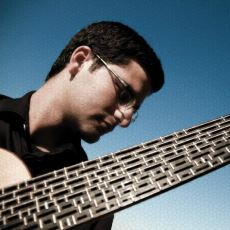Mikrotonal Gitarın Mucidi ve Kendisini Müziğe Adamış Gerçek Bir Sanatçı: Tolgahan Çoğulu