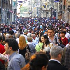 İstanbul Dışından Gelen Birinin Şehirde Belli Bir Zaman Eşiğini Aşan İnsanlara Dair Gözlemleri