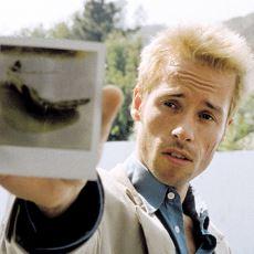 Memento'nun Kafa Karıştırıcı Kurgu Tekniğinin Filmin Doğasına Hizmet Eden Asıl Sebebi