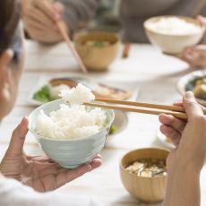 Ortamlarda Bilmeyeni Gerim Gerim Geren Bir Durum: Yemek Çubuğu Kullanımı