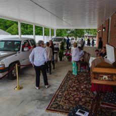 Amerika'da Cenaze İşleri İçin Dahi Kullanılan Sür ve Geç Sistemi: Drive Through