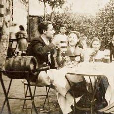 Bir Ülkenin Tarihini Komple Gözden Geçirmenize Neden Olacak 1930'lar Bira Bahçesi Fotoğrafları