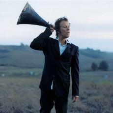 Tom Waits'in Kariyerinin Şarkı Sözleriyle Harmanlanmış Bir Özeti