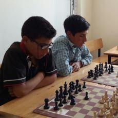 Köy Okulundaki Çocuklara Sıfırdan Satranç Öğretip Turnuvaya Götüren Güzel Yürekli Öğretmen