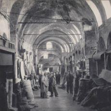 1827 İstanbul'unda İki Kişinin Sırf Pantolon Giydiği İçin Tekme Tokat Dövülmesi
