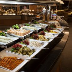 Yılların Otel Aşçısının Gözünden: Açık Büfede Neleri Yiyip Nelerden Uzak Durmalıyız?