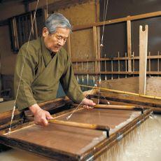 Birkaç Bitkinin Lifleri İle Uzun Uğraşlarla Yapılan Japonların Geleneksel Kağıdı Washi