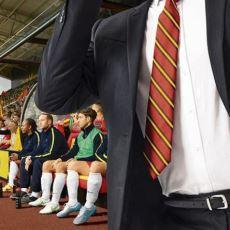 Championship Manager Maçlarını Takım Elbise Giyerek İzlemek