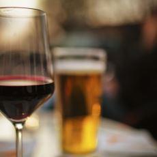 İkisi de Alkollü İçecek Olan Bira ve Şarap Neden Farklı Çeşit Bardaklarda Servis Edilir?