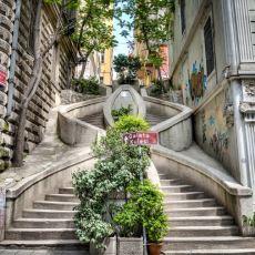 Karaköy'ün Meşhur Kamondo Merdivenleri'nin İlginç Hikayesi
