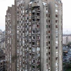 İnsan Ölçeğinden Uzak, Devasa Beton Kütlelerin Bir Araya Geldiği Komünist Mimari