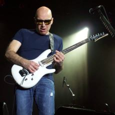 Joe Satriani'nin, Artık Konserlerde Bile Çalmadığı Gizli Hazine Niteliğindeki Şarkıları