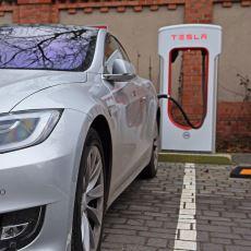 Tesla Motors'un Standart Otomobil Şirketlerinden Ayrıldığı Yenilikçi Noktalar Neler?