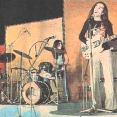 Erkin Koray'ın Adeta Bir Jimi Hendrix Seviyesinde İcra Ettiği 1974 Nazilli Konseri