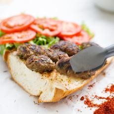 Yarım Ekmek Arası Yenilebilecek İştah Kabartıcı En Güzel Şeyler