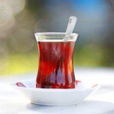 Çay Kaşığını Bardaktan Çıkarınca Çay Daha Geç mi Soğur?