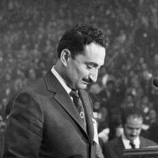 Bu Ülke ve Halk İçin Çalışan Unutulmaz Başbakan Bülent Ecevit'in Hayatı