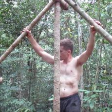 Ormanda Hiçbir Modern Alet Kullanmadan Harika İşler Çıkaran Adam