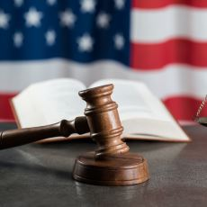 ABD'de Devlet Görevlilerinin Hakaret Kaynaklı Bir Tazminat Davası Kazanmasının Zorluğu