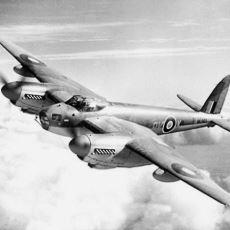 Savaş Uçaklarının Geriye Doğru Ateş Etmesi İmkansız mı?