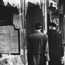 Almanya'da Yahudi Soykırımının Temellerinin Atıldığı Vahşet Gecesi: Kristallnacht