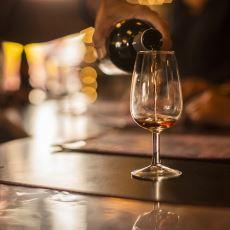 Şarap Servisi Alırken Rezil Olmamak İçin Nelere Dikkat Etmeniz Gerektiğine Dair Kapsamlı Bir Yazı