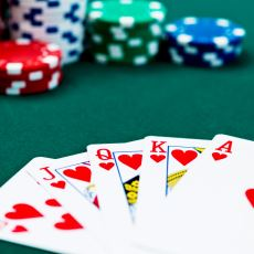 """""""Hangi Oyun Hayatın Kendisine Benziyor?"""" Sorusunun Güçlü Yanıtlarından: Poker"""
