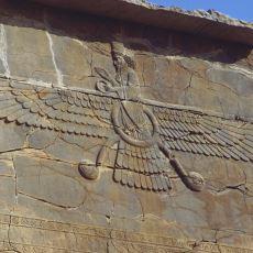 Zerdüştlük Dininin İyilik, Aydınlık ve Işık Tanrısı: Ahura Mazda