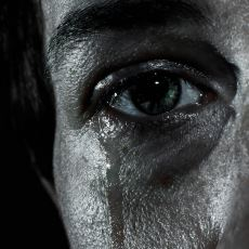 Gözyaşlarının Kültürel Tarihinde Bir Kopuş Olan Modernliğin İcadı Olan Bir Laf: Erkekler Ağlamaz