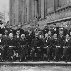 Tarihin En Baba Fizikçilerini Bir Araya Getiren Olağanüstü Olay: 1927 Solvay Kongresi