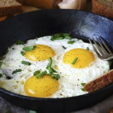 Bir Türlü İstenilen Kıvama Gelmeyen Yumurtanın Beyazını Pişirme Yöntemi