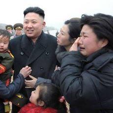 Kim Yong-Un'un Yanındaki Kadınlar Neden Sürekli Ağlıyor?