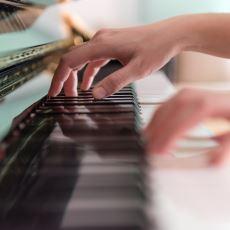 Piyano Çalmaya Heveslenenlerin Kendilerini Geliştirmek Adına Dikkate Alması Gereken Tavsiyeler
