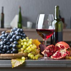 Nar İçin Mevsimin Son Demlerindeyken Hazırlanabilecek Enfes Bir Lezzet: Nar Şarabı