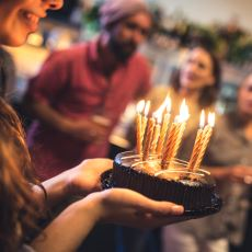 Doğum Günü Pastalarına Mum Koyma Geleneği Nereden Geliyor?