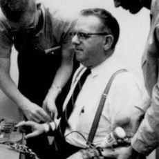 İnsanların İtaat Mekanizmasının Nasıl Çalıştığına Dair Çarpıcı Bir Çalışma:  Milgram Deneyi