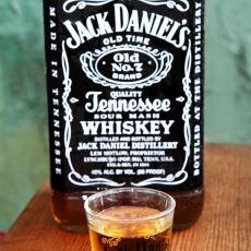 Jack Daniel's Kola veya Buzla İçilebilir mi?