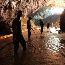 Tayland'da Mağarada Mahsur Kalarak Dünyanın Gündemine Oturan Çocukların Hikayesi